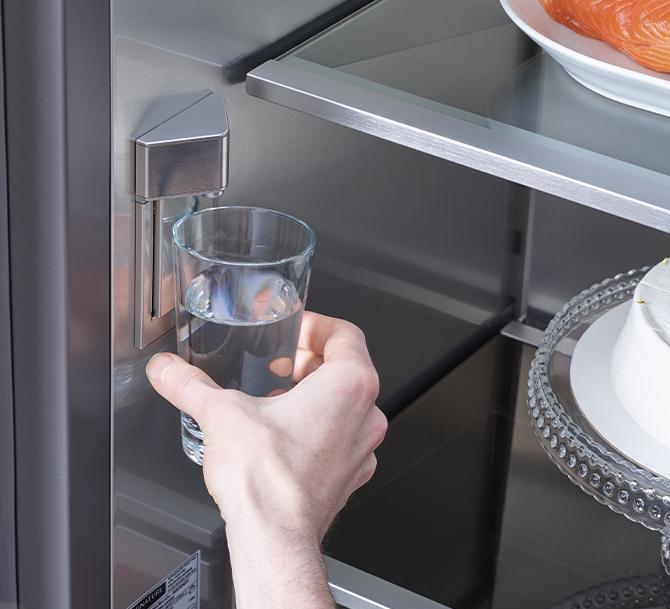 Dispenser ghiaccio e acqua integrato | Signature Kitchen Suite
