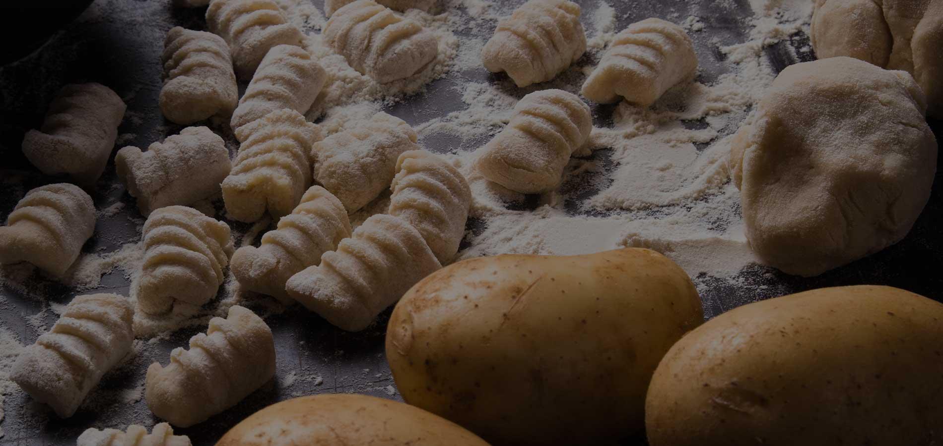 Ricetta della settimana: Gnocchetti di patate con vongole, bottarga di Cabras e kaffir lime.