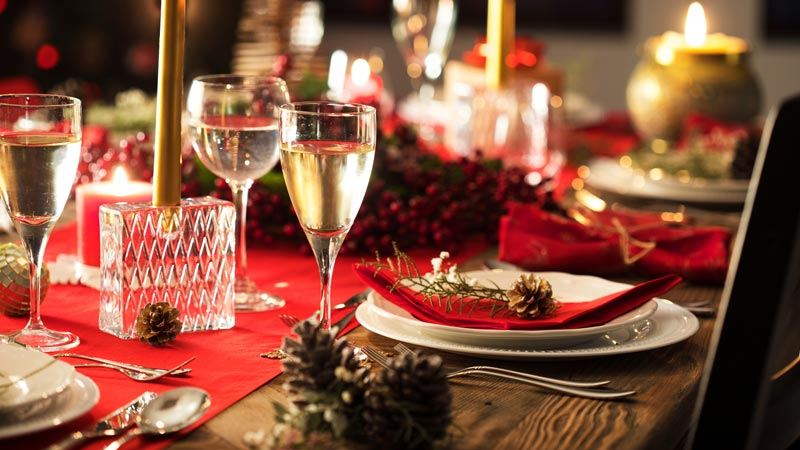 Dall'antipasto al dolce, bastano pochi trucchi per rendere il tuo menu natalizio più sano e gustoso.
